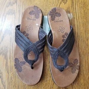 Merrell Lidia Mahogany Leather flip Flops SZ 8 NWT